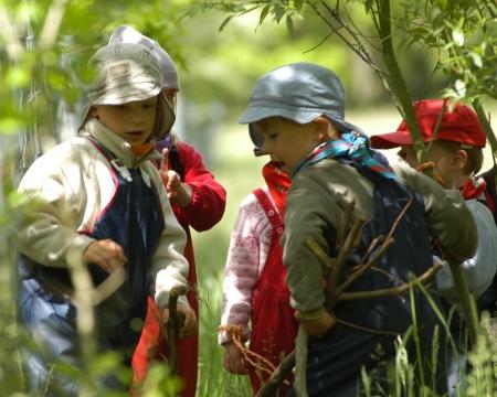 Kinder beraten sich, arbeiten zusammen, Foto: Andreas Schönefeld