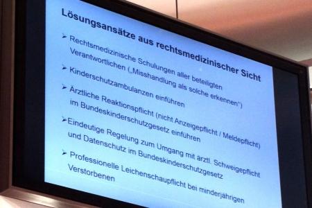 Lösungsansätze von Prof. Dr. med Michael Tsokos, Foto Andreas Schönefeld