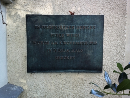 Gedenktafel vor Peter Weiss' Geburtshaus, heute Rudolf-Breidscheid-Str. 232 in Nowaves, Babelsberg, Potsdam, direkt an der Grenze zu Berlin, Foto Andreas Schönefeld