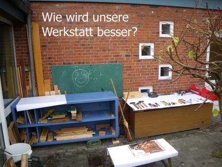 So, das haben wir schon, ein Werkzeugschrank, eine Werktisch, auch als Materiallager, erste Werkzeuge, Foto: Andreas Schönefeld